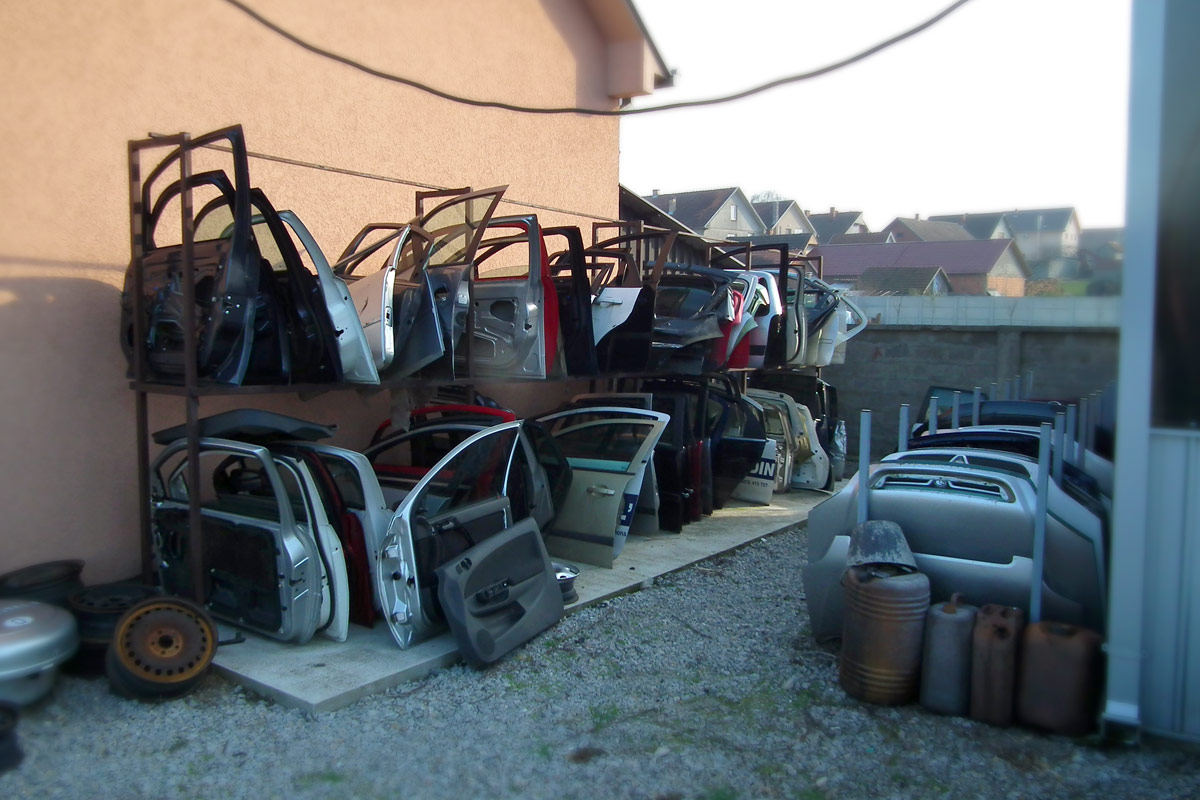 Auto servis Stepic Sabac polovni auto delovi za Ford i Opel